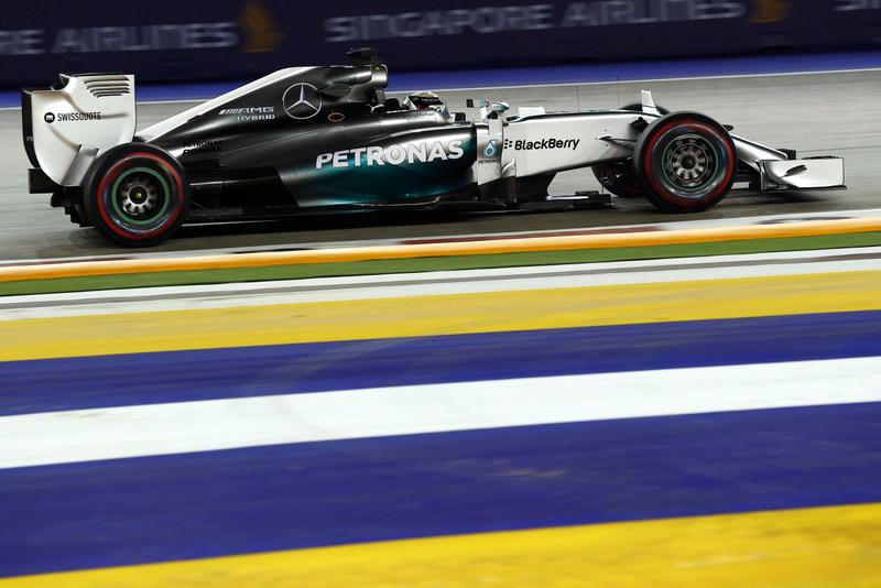 [Fórmula 1] Ajustada pole position de Lewis Hamilton en las calles de Singapur