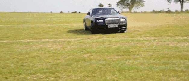 [Video] ¿Derrapando en un Rolls-Royce Wraith?