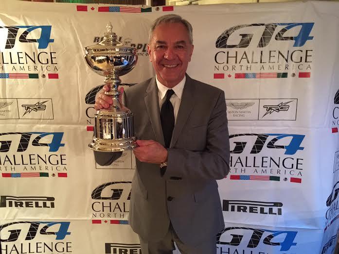 Eliseo Salazar es premiado por su título en la Aston Martin GT4 Challenge