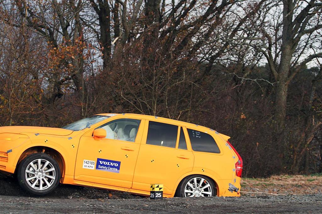 [Dossier] Volvo XC90 y su particular sistema de protección de accidentes en salidas de calzada