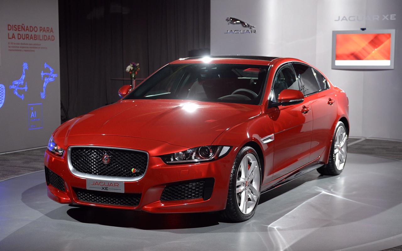 lanzamiento jaguar presenta en chile el nuevo xe racing5. Black Bedroom Furniture Sets. Home Design Ideas