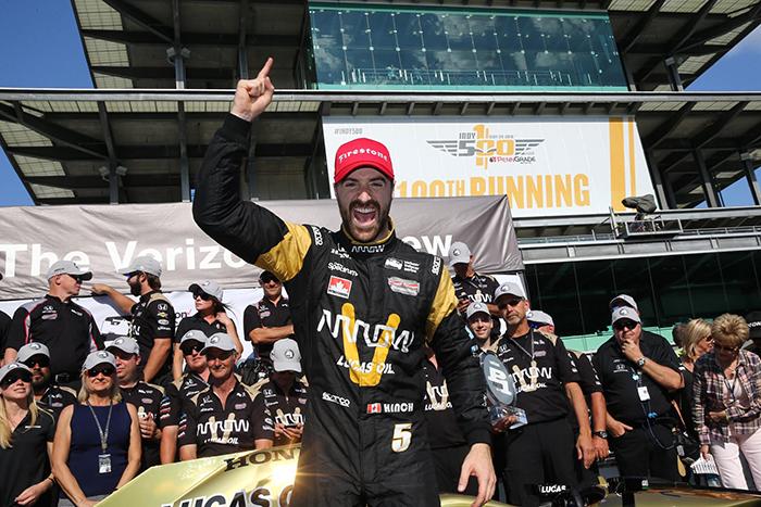 James Hinchcliffe logra la pole para la edición 100 de las 500 millas de Indianápolis