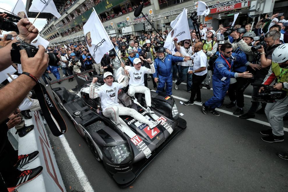 Porsche gana dramática edición de las 24 horas de Le Mans