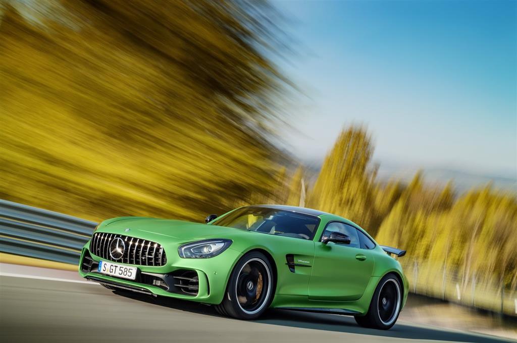 [Video] Lewis Hamilton doma a la bestia verde de Mercedes-Benz, el AMG GT R