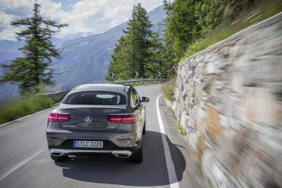 Mercedes-Benz GLC 250 d 4MATIC Coupé; Exterieur: selenitgrau; Interieur: Leder Lugano Sattelbraun ;Kraftstoffverbrauch kombiniert: 5,0-5,4 l/100 km; CO2-Emissionen kombiniert: 131-143 g/km Mercedes-Benz GLC 250 d 4MATIC Coupé; exterior: selenite grey; interior: lugano saddel brown; fuel consumption combined: 5.0-5.4 l/100 km; CO2 emissions combined: 131-143 g/km