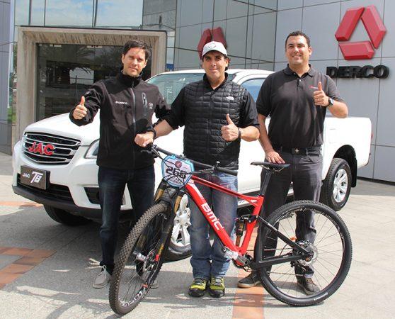 Christian Freese, Andrés Benard, Fernando Reeve2, JAC vehículo oficial Atacama MTB Challenger