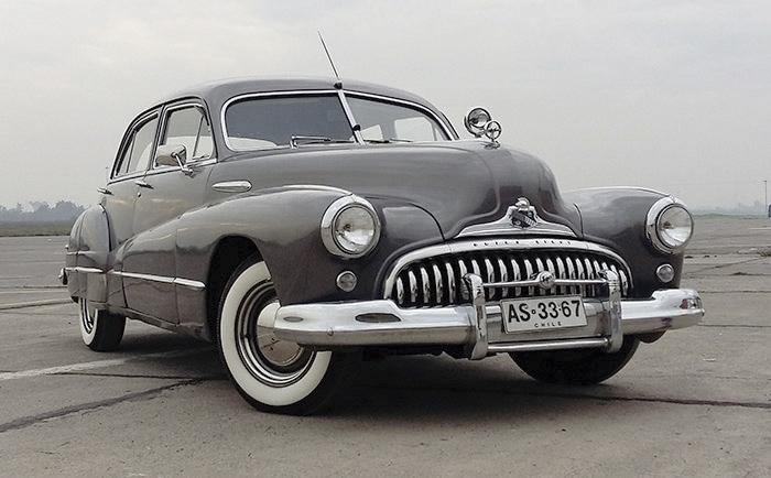 Movicenter celebra el Día del Padre con exposición de autos clásicos