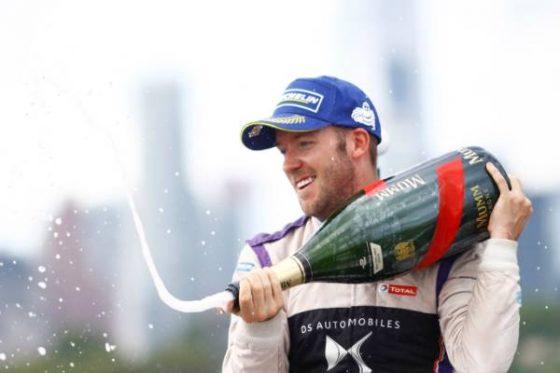 Sam Bird celebra su triunfo (Imagen: Alastair Staley/LAT/Formula E)