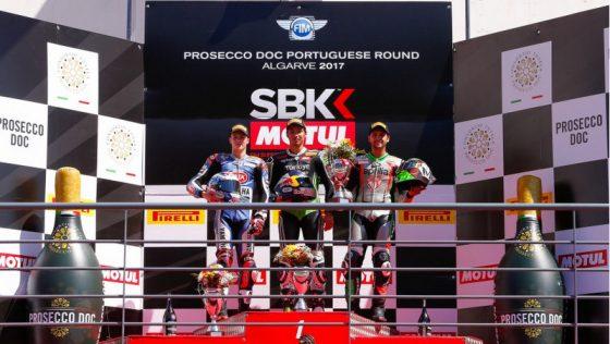 Scheib (derecha) sumó su tercer podio de la temporada (Imagen: World SBK)