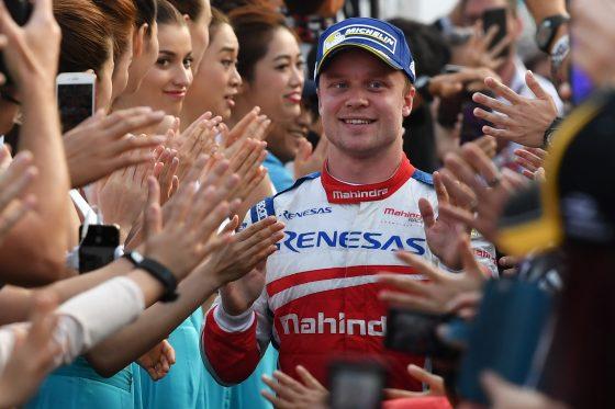 Felix Rosenqvist camina al podio (Imagen: Mark Sutton/LAT/Formula E)